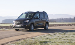 Opel combo life 1.5 dizel innovation : Naj stvari so tri!